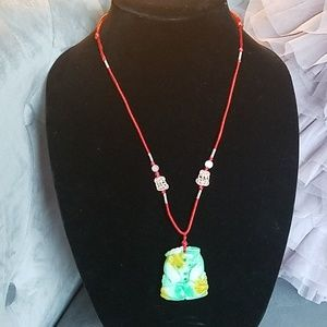 Jewelry - 📿Asian Green and yellow carved stone necklace